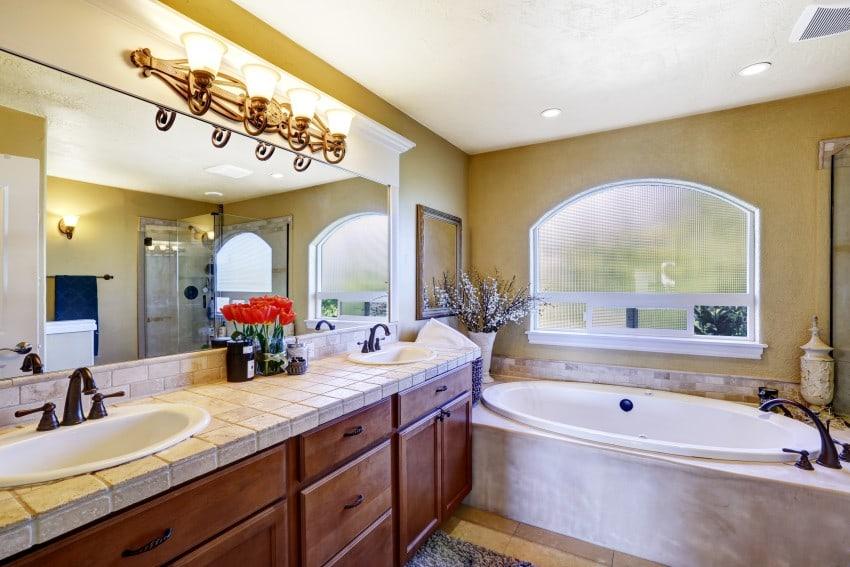 Cozy-Bathroom-In-Luxury-House