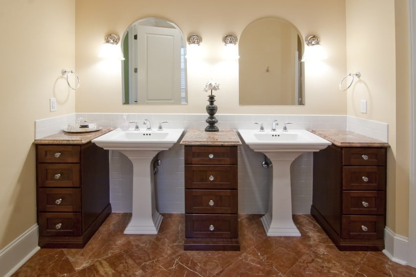 double-sinks-in-luxury-bathroom