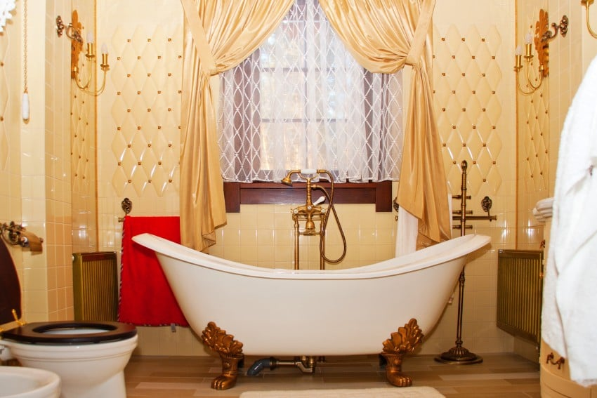 Luxury-Vintage-Bathroom-Interior