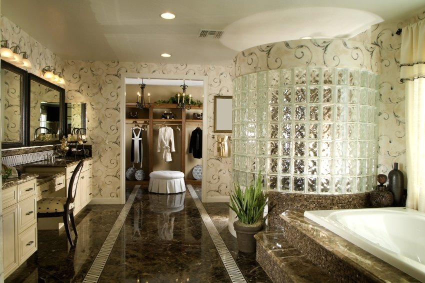 large tub bathroom