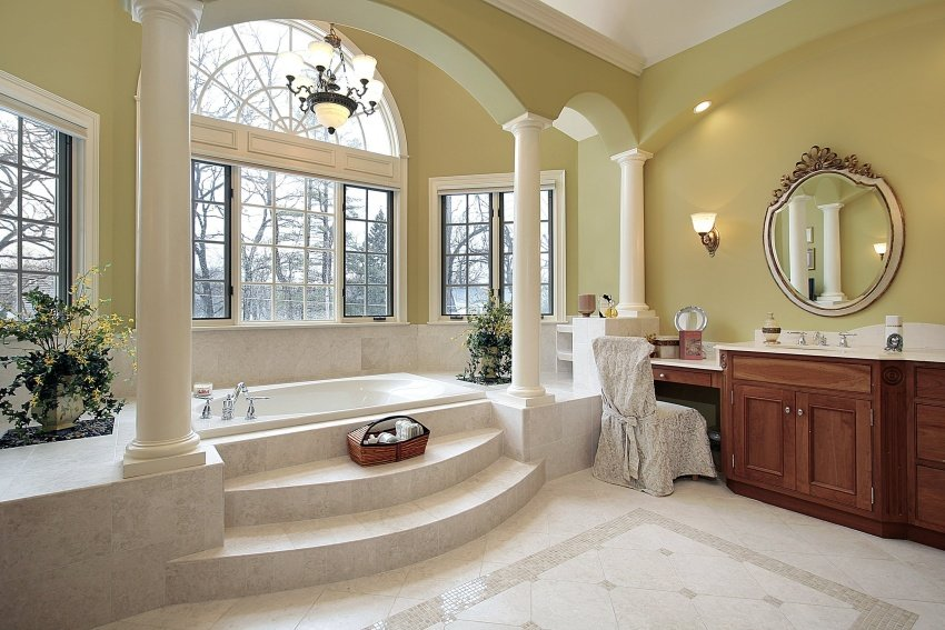 spacious bathroom with pillars