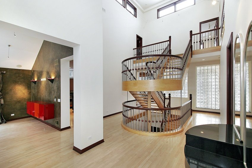 u-shaped stair in foyer