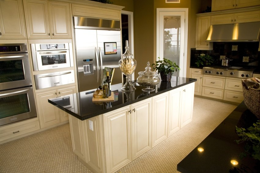 kitchen in ivory and black quartz
