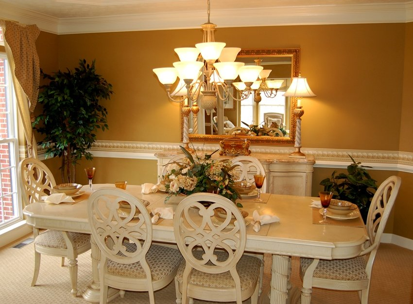 A Guide on Dining Room Table Materials, Shapes and Styles