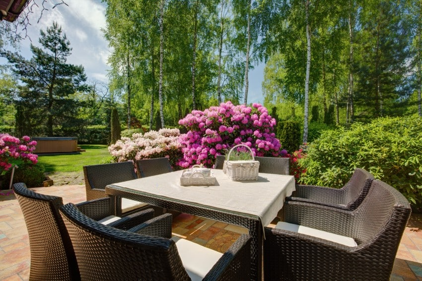 Patio-Furniture-In-Beautiful-Garden