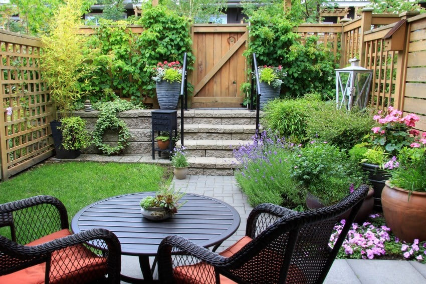 Small-garden-with-patio-furniture