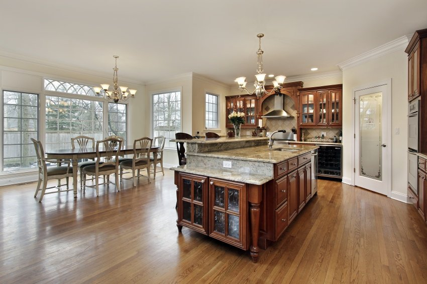 large spacious kitchen area