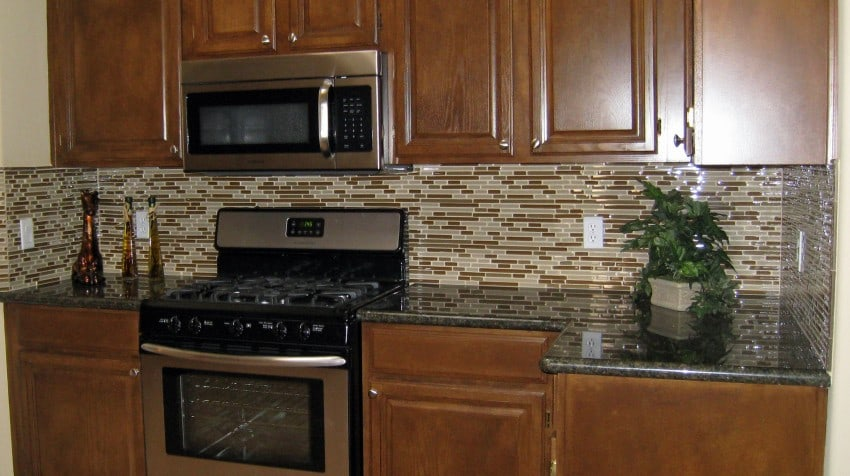 Wonderful and creative kitchen backsplash ideas on a for Cheap backsplash ideas for kitchen