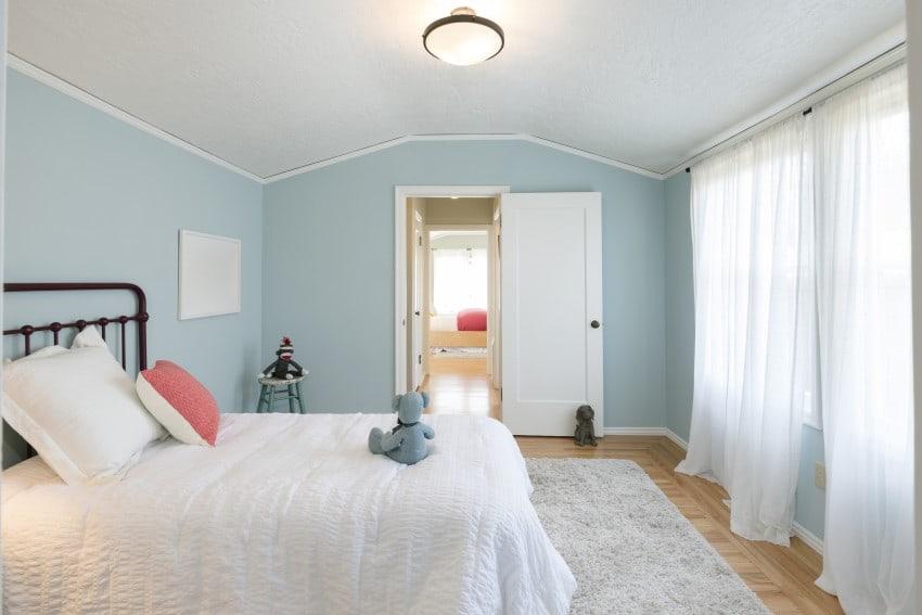 top floor bedroom high ceilings