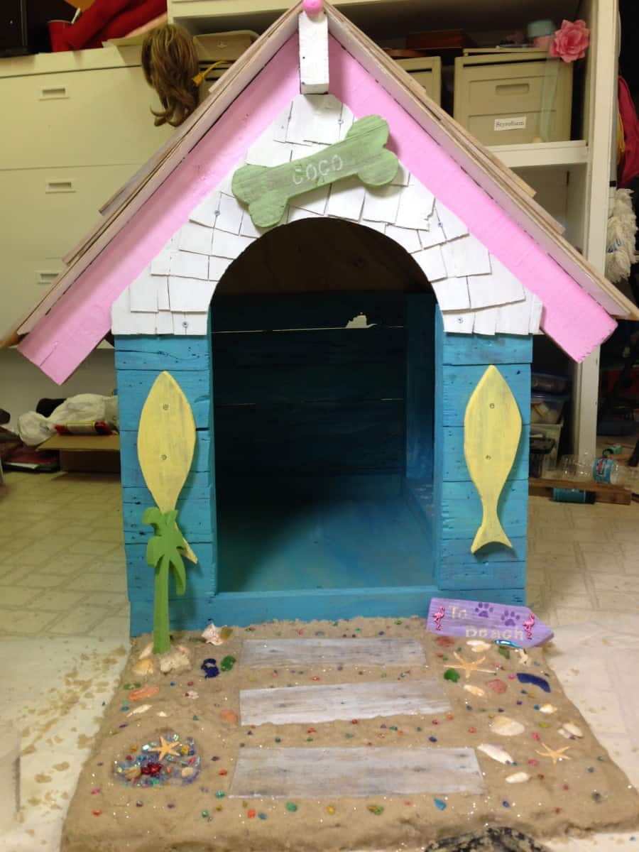 beach style dog house