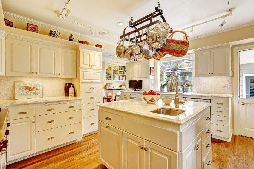 35 Kitchens Ideas With White Cabinets