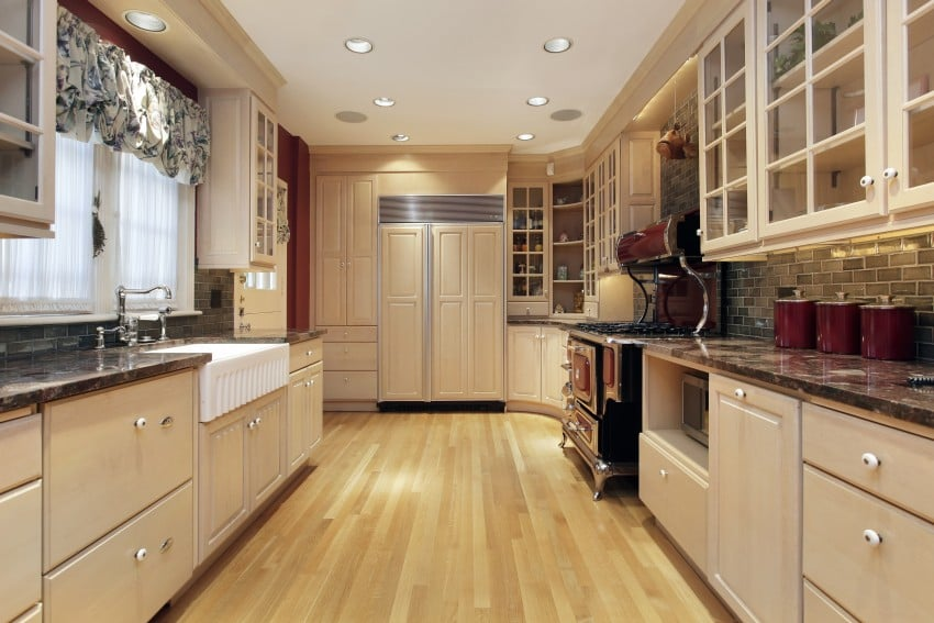 35 kitchens ideas with white cabinets epic home ideas for Corridor galley kitchen