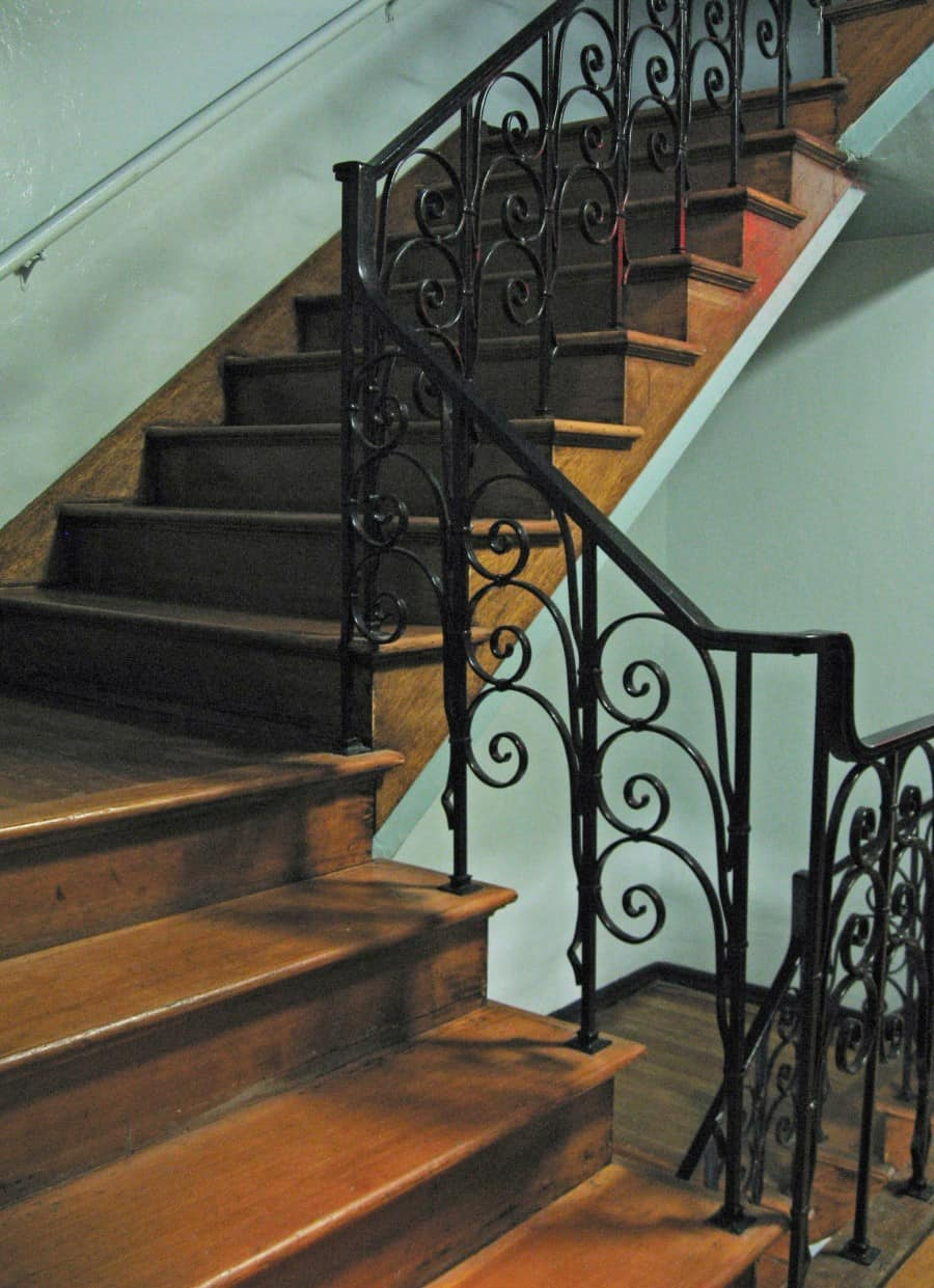 staircase_with_iron_railing