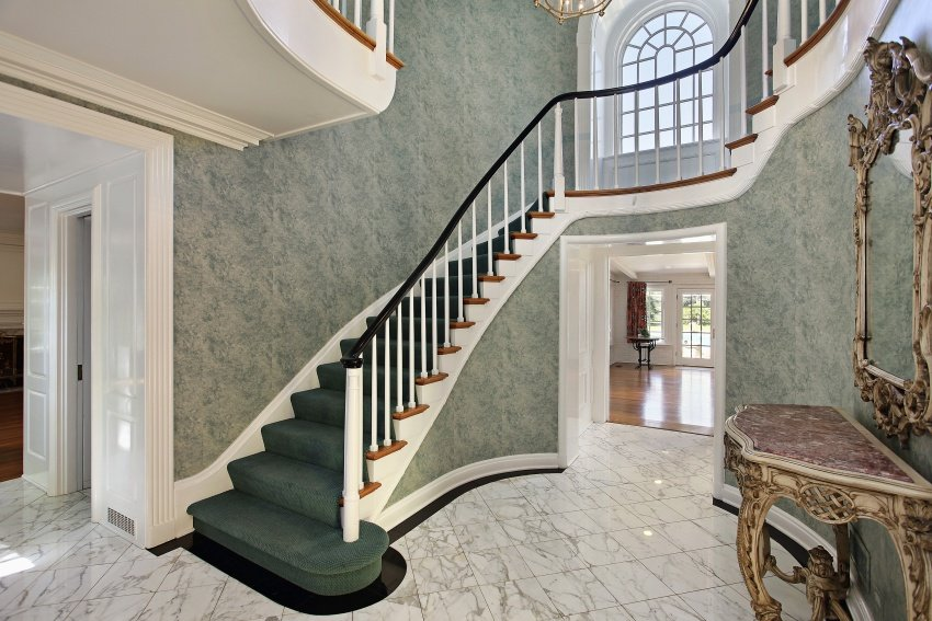 foyer-modern-home-shutterstock_66607354