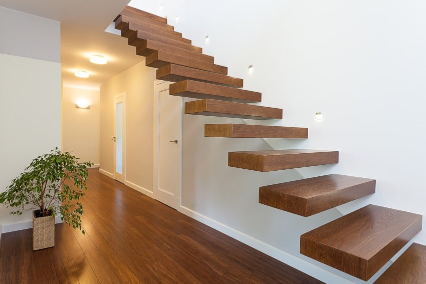 Cantilevered stairs modern design
