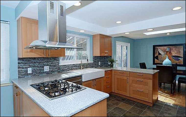 kitchen design in beech wood and speckled granite