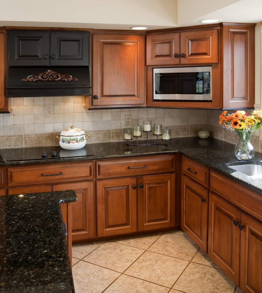 Brown Oak Kitchen Cabinets: Spectacular Granite Colors For Countertops (PHOTOS