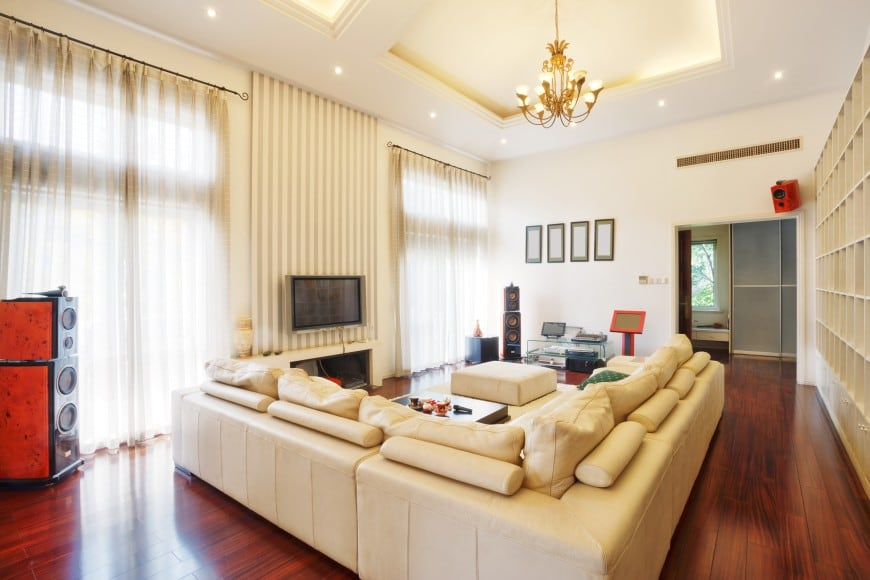 Here is another light-colored living room design. It has high ceilings with accent lighting