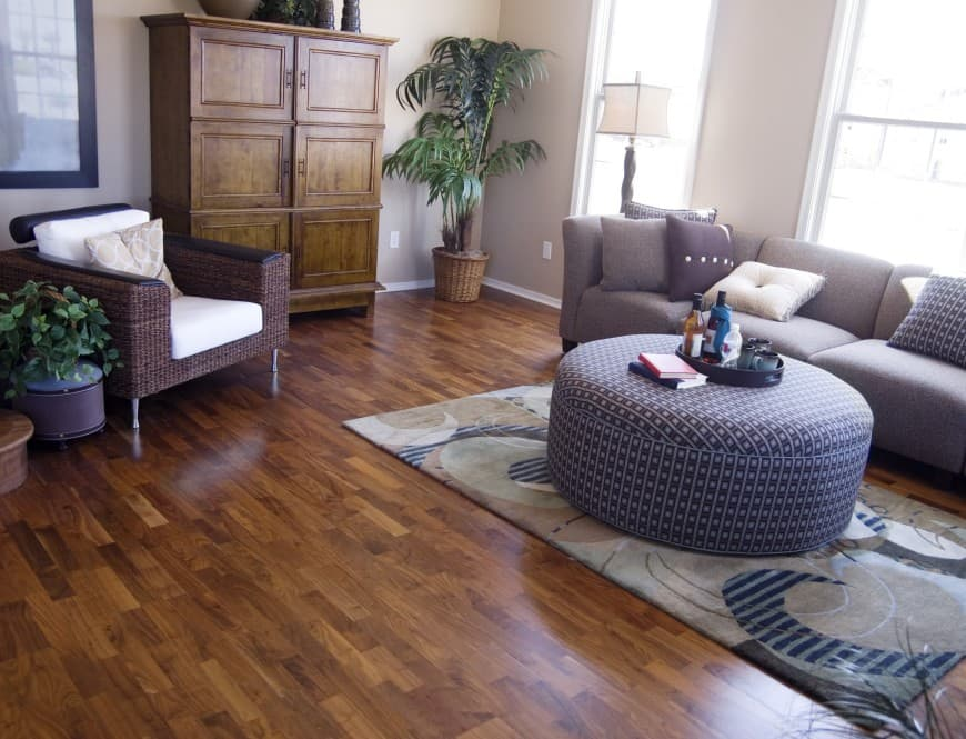 It features hardwood parquet flooring, beige-painted walls, a patterned area rug