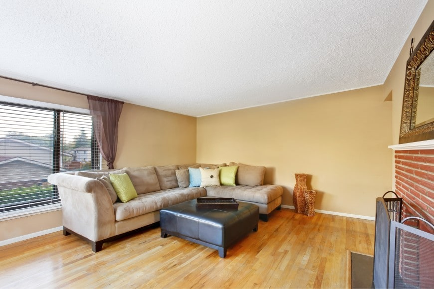 It features a hardwood floor, a popcorn ceiling, beige-painted walls