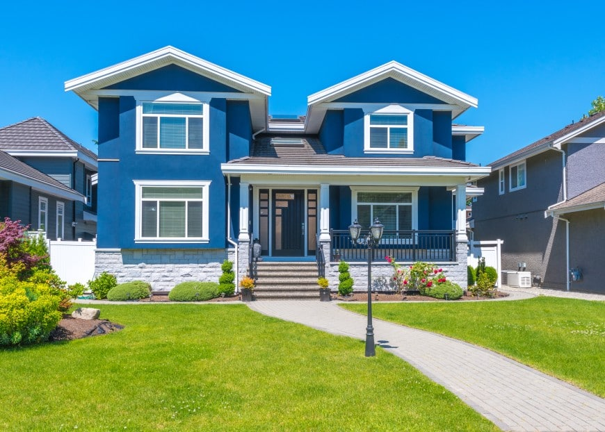Blue sure does look flattering on this house facade