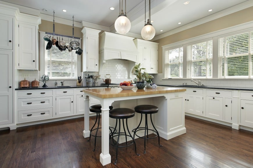 Transitional kitchen designs always look so great in white.