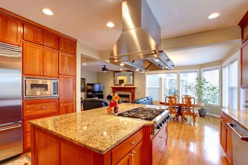 The kitchen corner has a parallel layout with an island counter