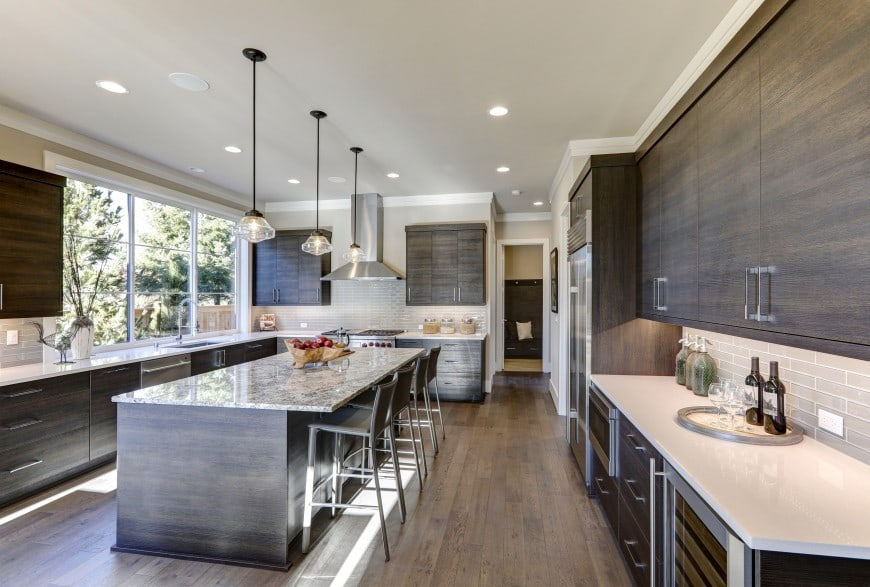 Here you can enjoy a more modern kitchen design that has it all