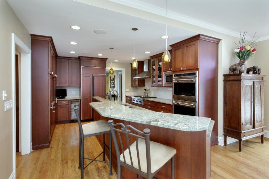Have a look at a traditional kitchen design with a touch of modern.
