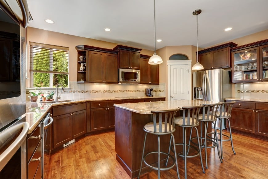 Here is another traditional kitchen design with wood cabinets