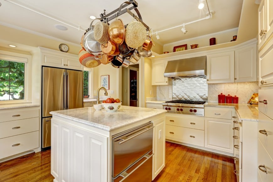 A simple kitchen design in ivory