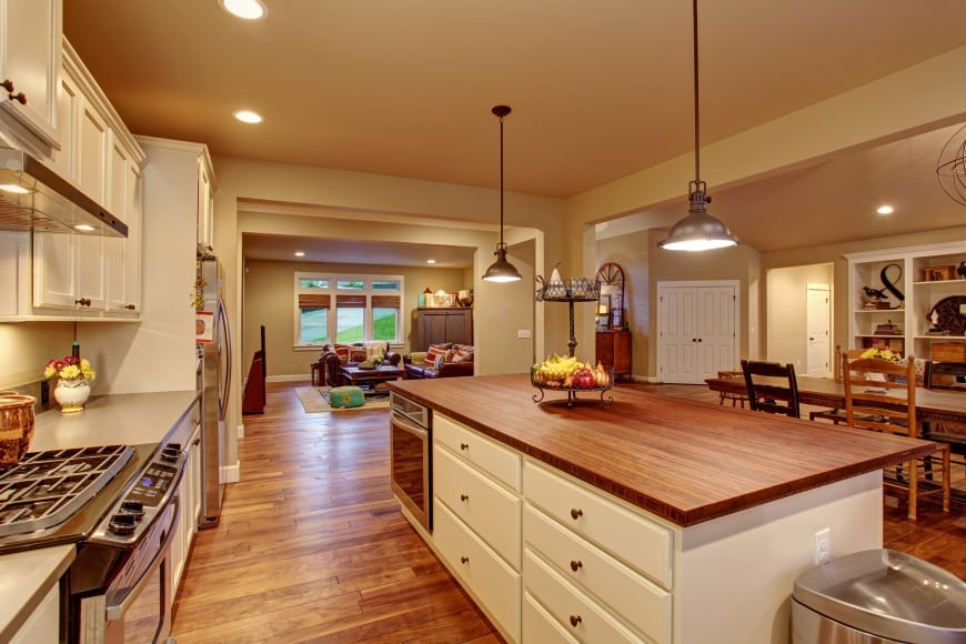 raditional kitchen design in beige and wood