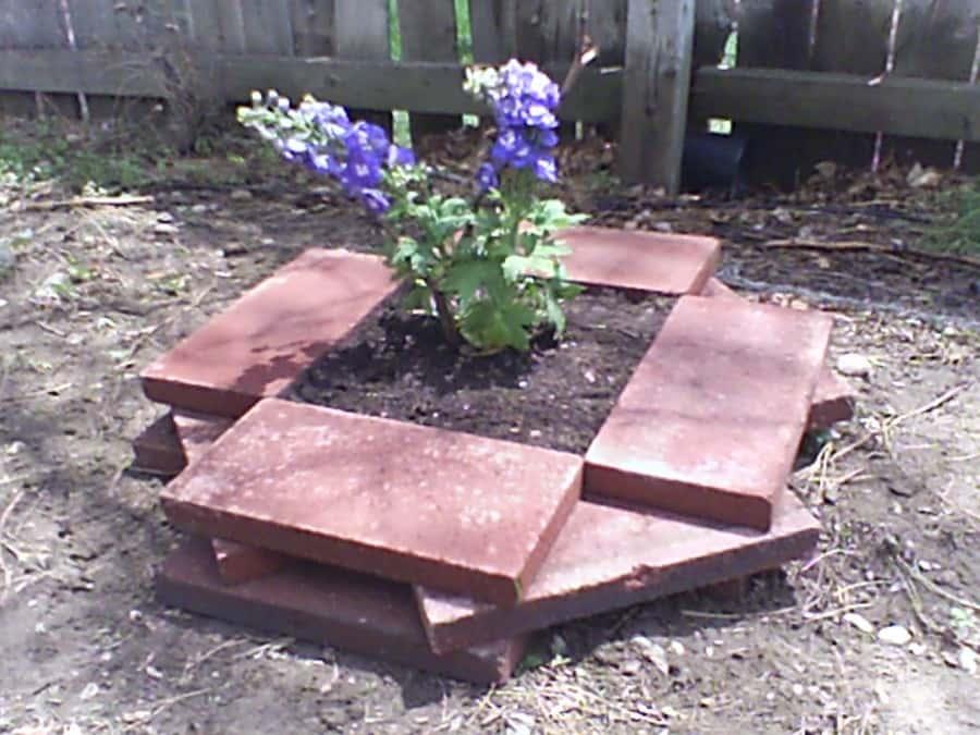 easy planter with bricks