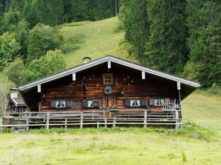 chalet house in the alpes