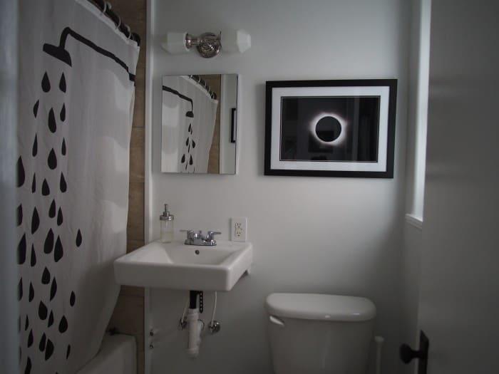 wall art in bathroom