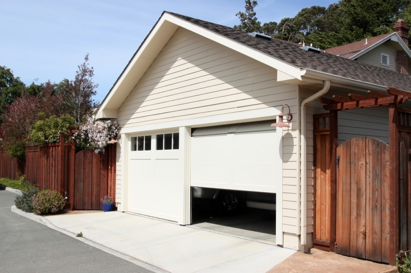 traditional type garage